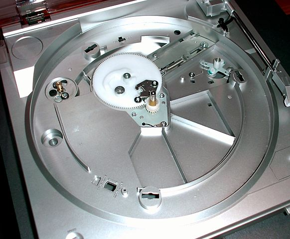 Belt-drive turntable